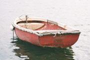 Ruderboot im Wasser (Quelle: sxs.hu)